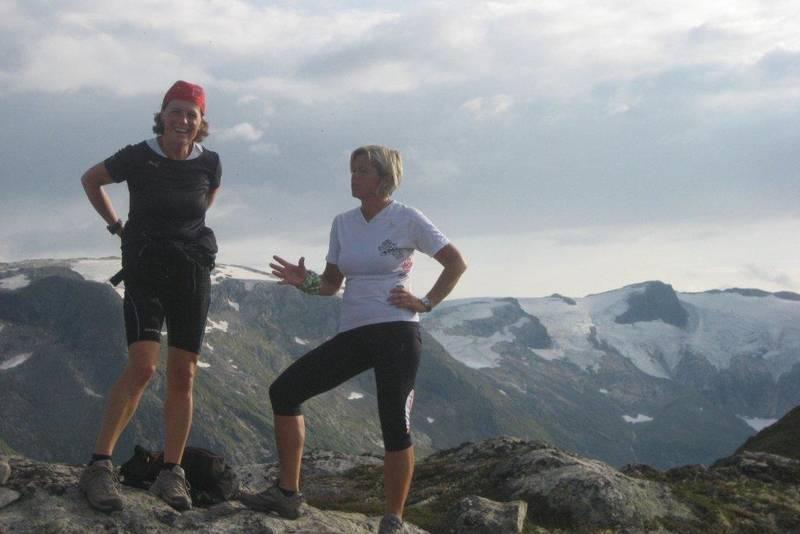 På toppen av Togga. På bildet; Helga Hove og Reni Herland