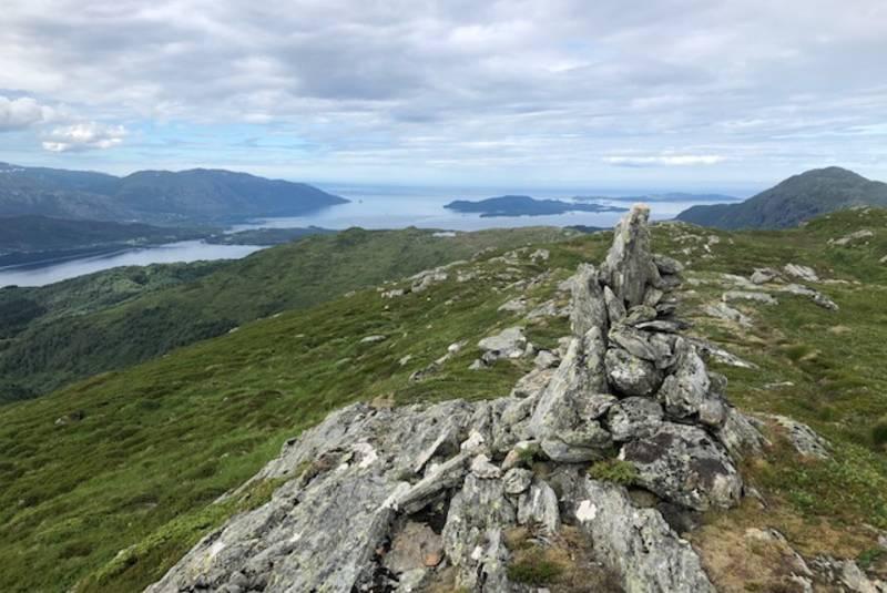 Varden på «Fagernipa», den står eit stykke frå toppunktet på 690 moh 😊
