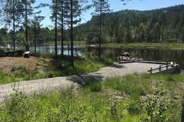 Fiskeplass med benker og mulighet for utsetting av kano/kajakk - Foto: Ane Killingstad