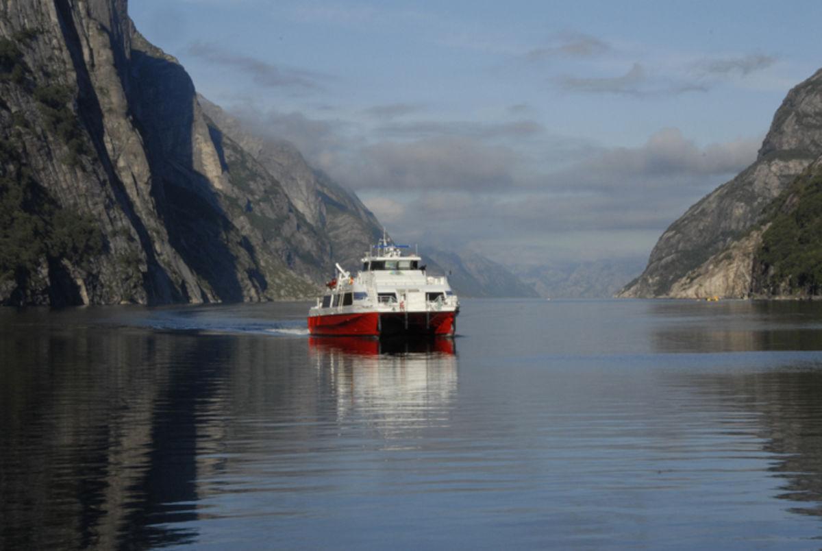 Hurtigbåten ankommer Lysebotn