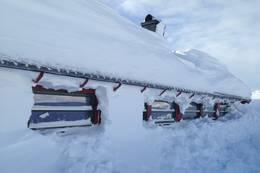 Børsteinen vinter vinduene på nordsiden er ofte lett å spa fram for å få lys inn i hytta - Foto: Per Henriksen