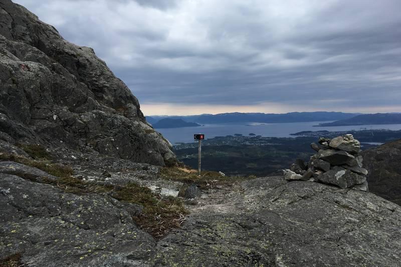Utsikt sørover når du er halvvegs til toppen