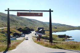 Innkjøring til Haukeliseter fjellstue fra vest. -  Foto: Haukeliseter fjellstue