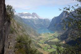 Utsikt over Oldedalen og Oldevatnet - Foto: Andreas Sunde