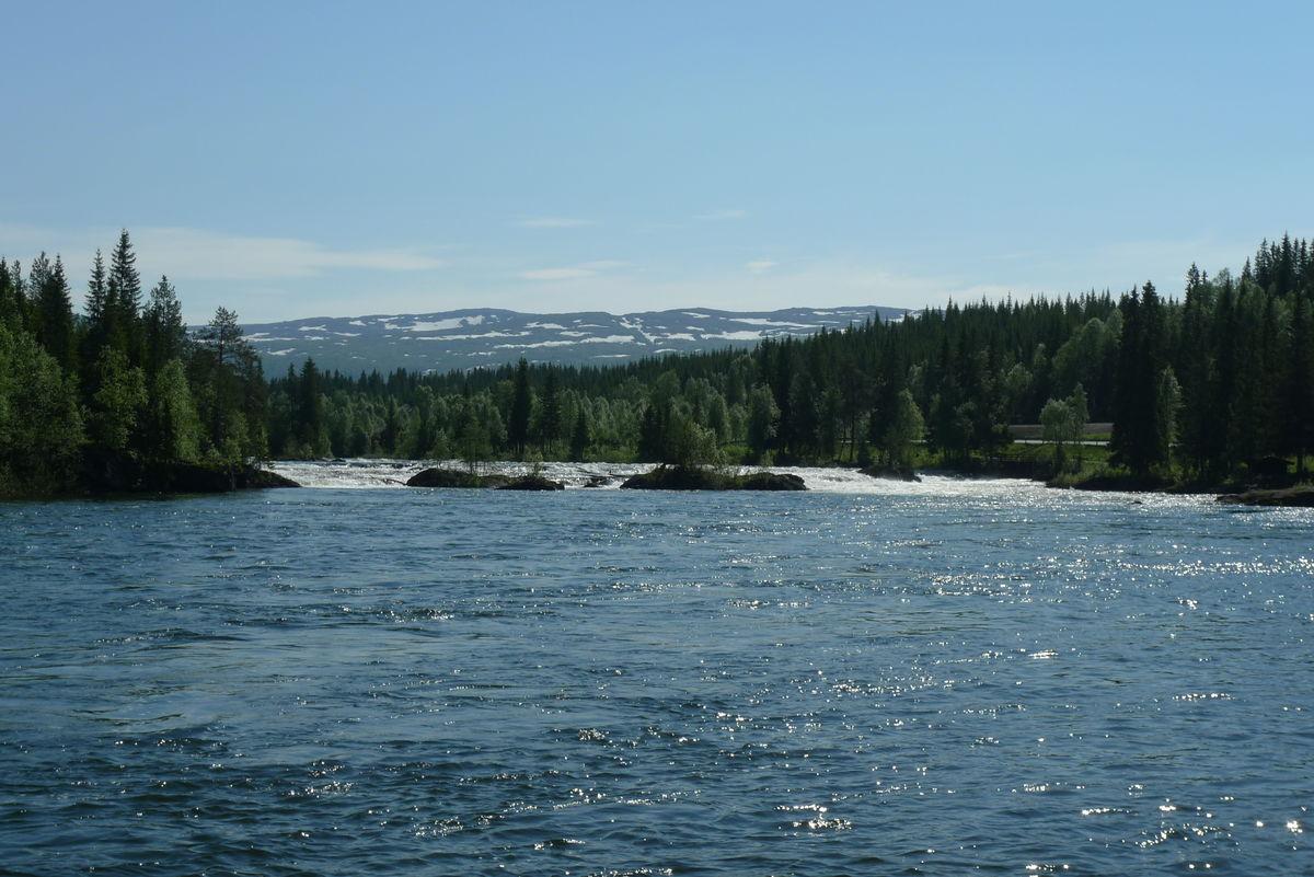 Parti av elva Namsen som følger stien.