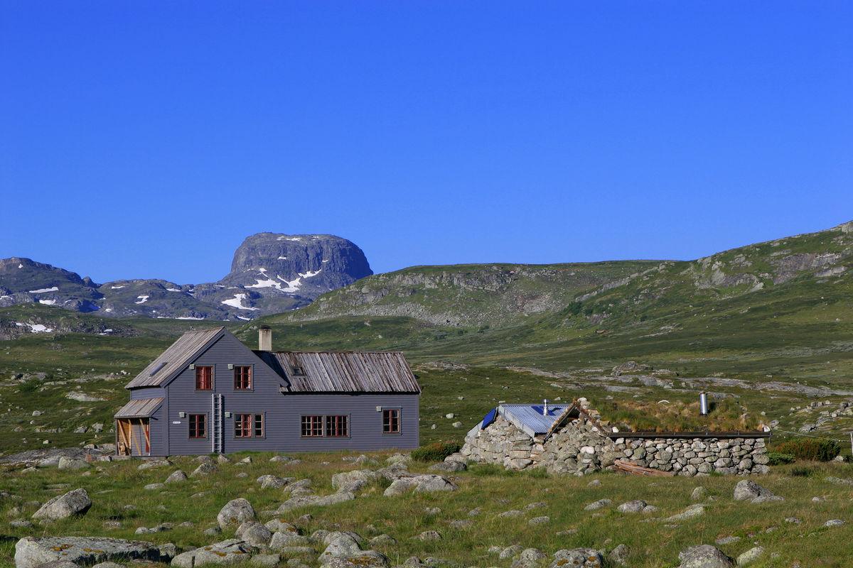 Hadlaskard turisthytte ligger tre timers lett tur fra foten av Hårteigen.