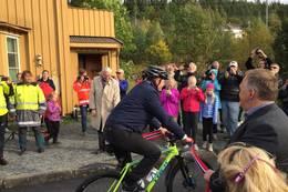 Samferdselsministeren åpner ny trase Mjøstråkk med hjelp av to ordførere, sept 2016 - Foto: