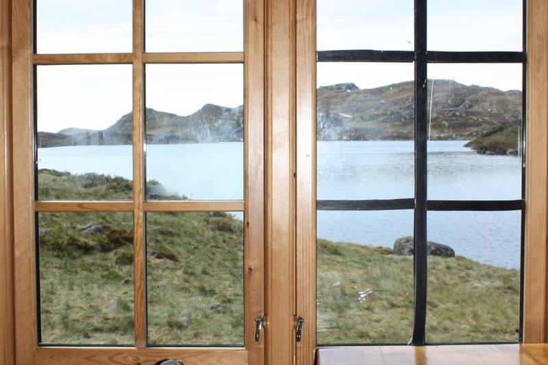 Flott utsikt over Øyuvsvatn