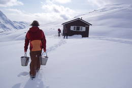 Vannhenting ved Losistua - Foto: Torill Pettersen