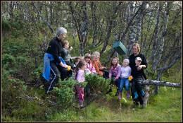 Drivdalen barnehage på tur til trimposten -  Foto: Randi Rise