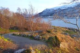 Fra turstien rundt Sørspissen, her utsikt mot Tromsdalen -  Foto: Tromsømarkaprosjektet