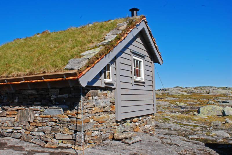 Fjellvassbu i Stølsheimen vest, innviet 2. september 2010. Ligger 2,5 timer fra vei i Stordalen, Matre.