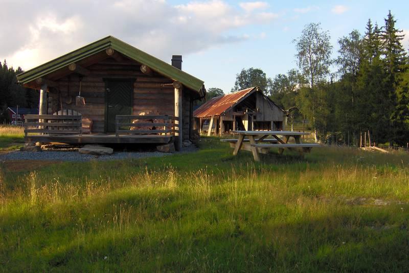 Hytta er nabo med et sagbruksmuseum.