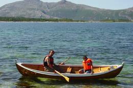 Robåtene kan benyttes av alle besøkende. Hver sin tur. - Foto: Nina Lyngstad