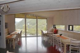 Panoramavinduer i oppholdsrommet - Foto: Odd Inge Worsøe