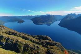 Utsikt mot Lote, Adne og Nordfjorden. - Foto: Jostein Rindal