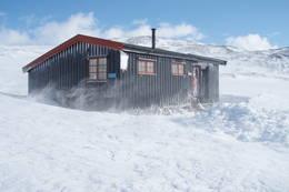 Vindfull vinterdag ved Gamle Dærta  - Foto: Kjell Sandåker