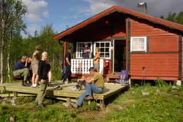 Turen fra Bolnastua til Virvasshytta kan starte med solvarme på terrassen på Bolnastua - Foto: Ukjent