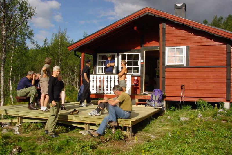 Turen fra Bolnastua til Virvasshytta kan starte med solvarme på terrassen på Bolnastua