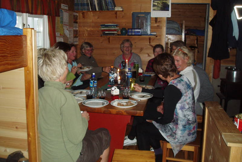 Middag på Torsbu i Tafjordfjella. Foto: Kari Larsen
