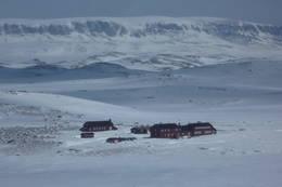 Krækkjahytta på Hardangervidda påsken 2012. Hallingskarvet i bakgrunn. - Foto: Nina Hotvedt