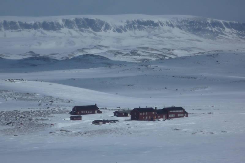 Krækkjahytta på Hardangervidda påsken 2012. Hallingskarvet i bakgrunn.