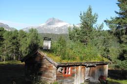 Det er vakkert på Trollheimshytta. På gode værdager er det gjester også her. Et helt spesielt tun for glade fjellvandrere - Foto: May Toril Østgård