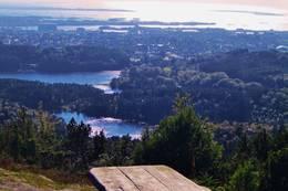 Bare å finne frem nistepakka, og nyte utsikten - fra Steinsfjellet, ned mot Haugesund og øyene utenfor..:-)  - Foto: Sølvi Jensen