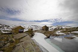 34 senger, ligger i Bergsdalsfjellene, drives av Bergen og Hordaland Turlag. Ny sommer 2014. Bilder tatt 17. juni 2014. - Foto: Sindre Heggebø
