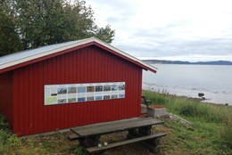 Fugletavle og rasteplass ved Sundnesnesset - Foto: Kathrine Kragøe Skjelvan