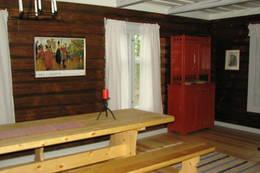 langbord, benker, framskap Koboltkoia - Foto: Anne Gallefos Wollertsen/DOT