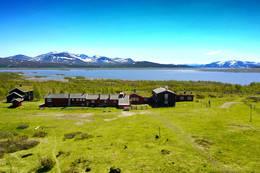 Storerikvollen ligger fint til med utsikt mot Sylmassivet - Foto: Jonny Remmereit