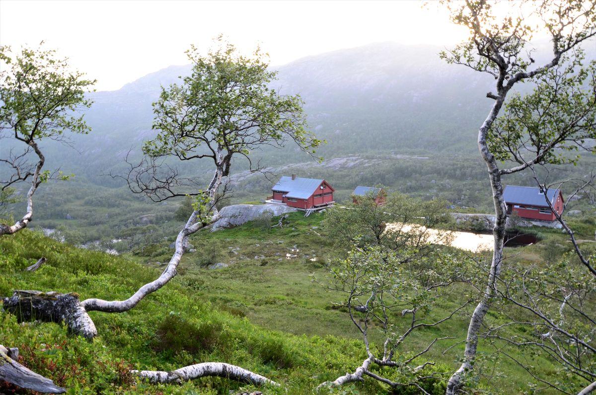 Utsikt ned til Blåfjellenden turisthytte