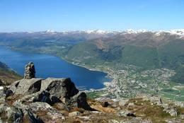 Fin utsikt til Eid og fjorden. - Foto: Jostein Rindal