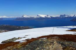 Utsikt fra toppen og nordover - Foto: Kjell Fredriksen