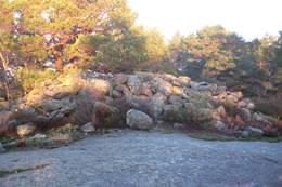 Gravrøysa på toppen av Nomeheia. - Foto: Floke Bredland