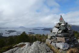 Opptur varden/ Fylkesvarden på toppen av Brandsøyåsen. - Foto: Bodil Dybevoll