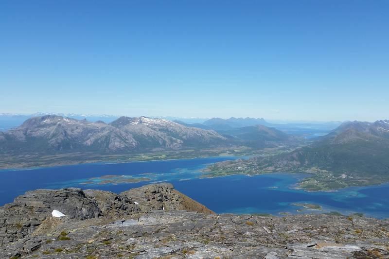 Mot Leinesfjord