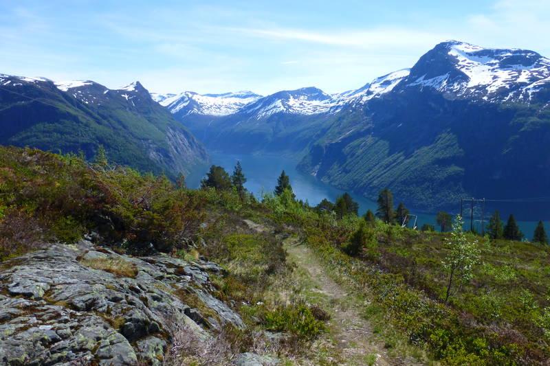 Vegen over Ljøbrekka var delvis i bruk heilt fram til 1962 da tunnelane kom.