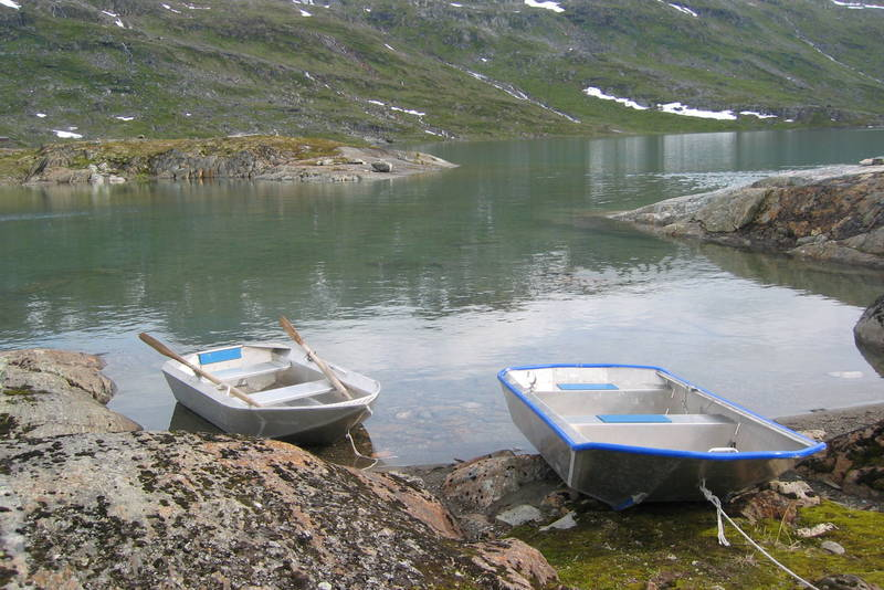 Båter ved Paurohytta