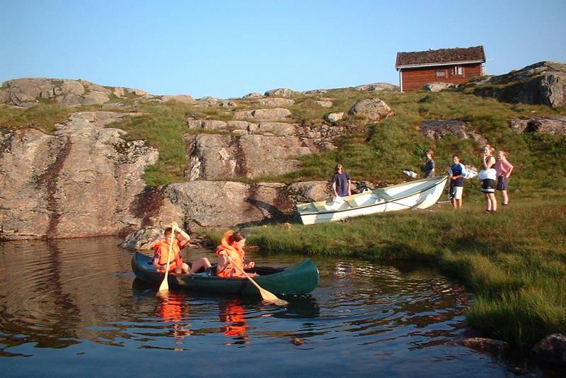 Det er både kanoer og robåt på Nipebu