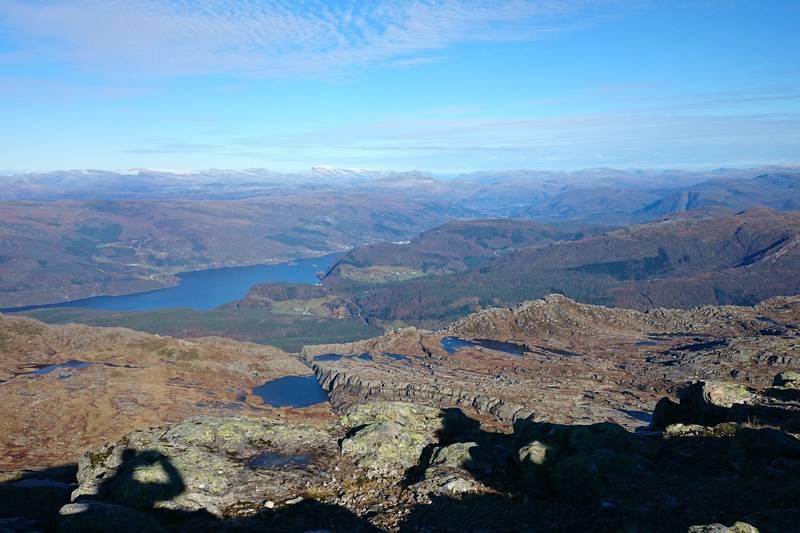 Utstyn mot nord, Førdefjorden og Ålfotbreen