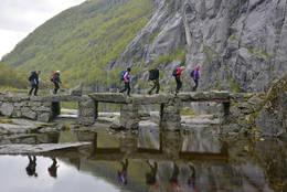 Den flotte steinbrua ved Vigledalsvatnet - Foto: Odd Inge Worsøe