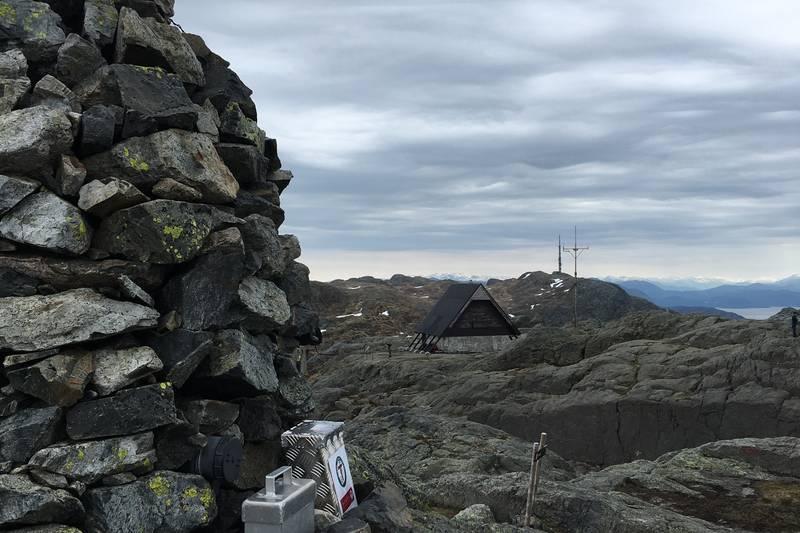 Varden på toppen. Utsikt mot Stovegolvet. Utsikt mot Kattnakken