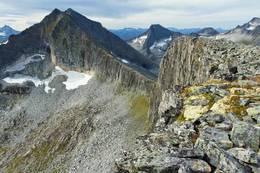 Terrenget rett bak hytta er svært spennende - Foto: Martin Gjellestad