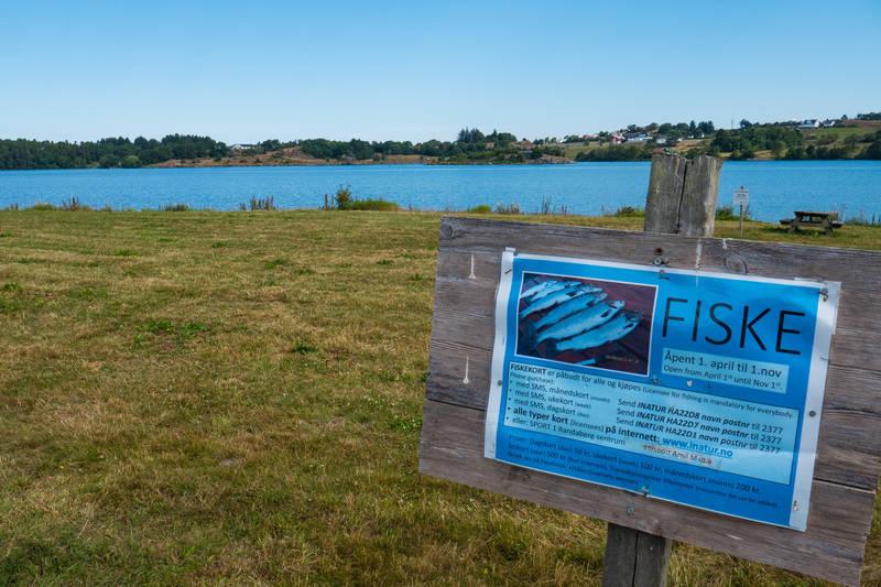 I Hålandsvatnet kan du fiske ørret. Husk fiskekort.