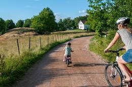 Veierland er bilfri - et perfekt utgangspunkt for sykling for både liten og stor.