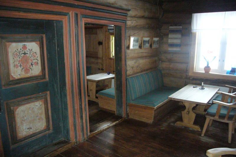 .  Gjevilvasshyttas interiør gir hytta en hyggelig atmosfære.