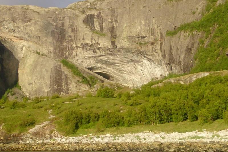 Halvikhallin midt i bildet