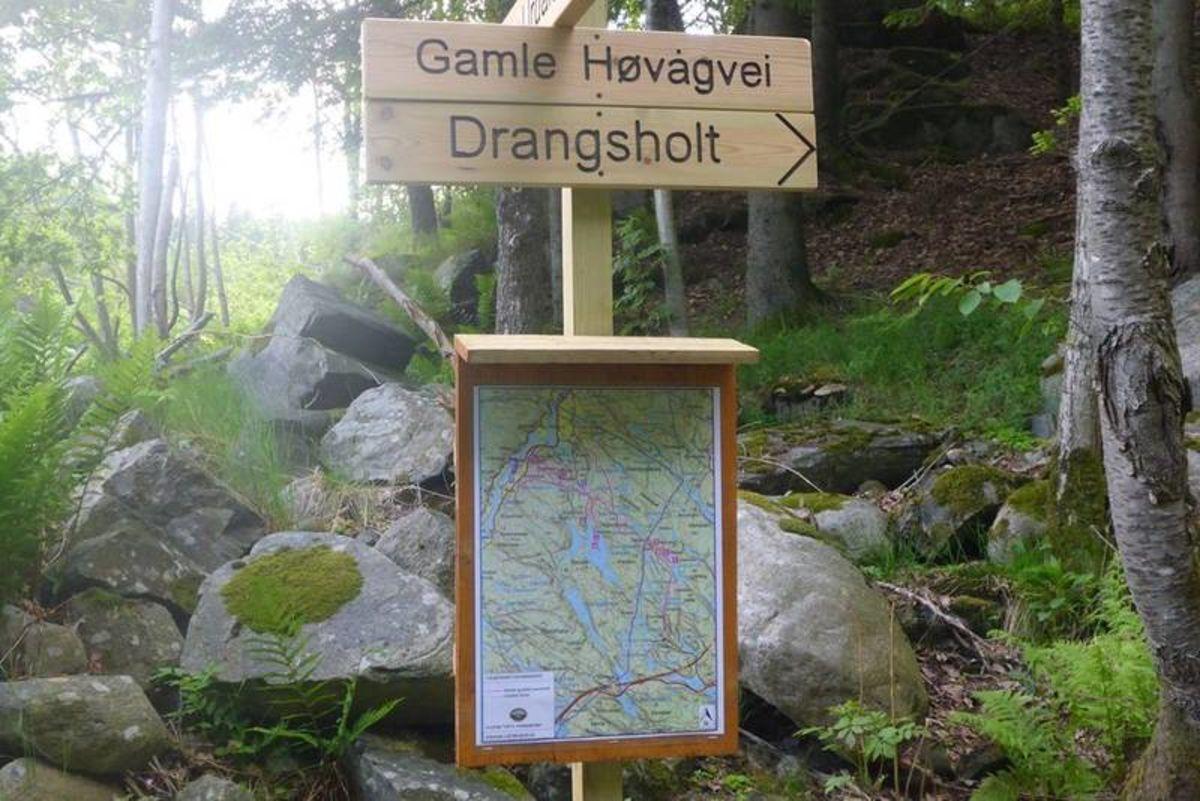 Turen er godt merket med skilt og karttavler. Bildet viser skilt og kart i Urdalen.